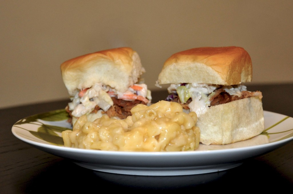 Pulled Pork Sandwiches with mac-n-cheese